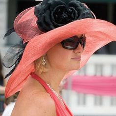 Head-to-Toe Kentucky Derby Fashion Guide. BIG hat, flower and glasses! I wanna go to the Kentucky derby so I can wear this! Kentucky Derby Fashion, Kentucky Derby Hats, Derby Attire, Fancy Hats, Big Hats, Derby Day, Church Hats, Love Hat, Madame
