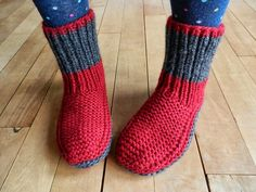 1001 knit slippers - Marianne Fauresbalchiero - - 1001 pantoufles au tricot Knitting wool at discount prices, many references and colors online, knitting patterns, needles and accessories. Knitting Wool, Vintage Knitting, Knitting Stitches, Knitting Socks, Crochet Socks, Knitted Slippers, Crochet Baby, Knit Crochet, Beginner Crochet Tutorial