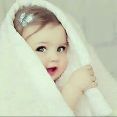 Image discovered by Zici. Find images and videos about baby and baby cute sweet on We Heart It - the app to get lost in what you love. Cute Kids Pics, Cute Baby Girl Pictures, Cute Baby Girl Wallpaper, Cute Babies Photography, Cute Little Baby Girl, Foto Baby, Cute Baby Videos, Expecting Baby, Funny Babies