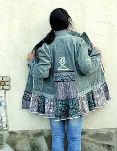 Mint velvet floral patchwork jacket. Made from upcycled jacket and recycled floral fabrics. Romantic shabby chic folk style. Unique design. One of a kind. Size: L-XL (european 40-42) Bust line max 43 inches (110 cm) Waist max 36 inches (90 cm) Length is about 30 inches (76 cm) Hand wash.