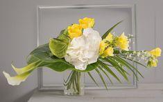 Luciole: Bouquet linéaire jaune et blanc en équilibre horizontal #création #fleurs