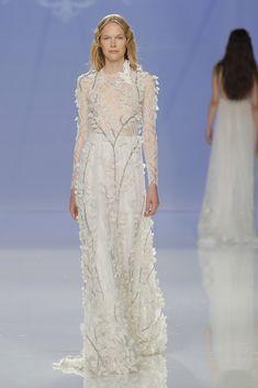Vestido de Marco & María colección 2018 Modelo 18-1021- Fhoto: Barcelona Bridal Fashion week 2017