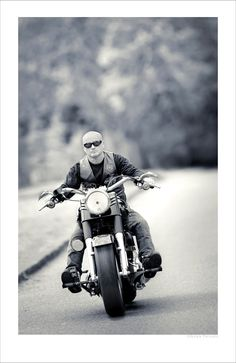 Portrait Tracking scene using Nikon with a Harley Davidson By>Tilnak