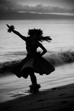 Black and White Hula on the Beach By Jessica Veltri Photography