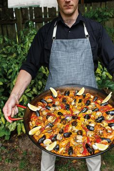 The New Cookout: How to Host the Perfect Summer Paella Party Portland Monthly Fish Recipes, Seafood Recipes, Mexican Food Recipes, Cooking Recipes, Ethnic Recipes, Party Recipes, Seafood Paella Recipe, Sangria Recipes, Spanish Paella Recipe