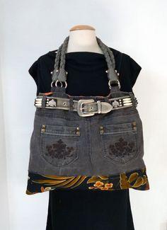 sac en jean gris , recyclage pantalon , avec belle ceinture métal : Sacs à main par nemorosa