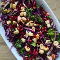 Rdklssalat med grnkl Vendt i frisk citron dressing Mangler duhellip Great Recipes, Vegan Recipes, Favorite Recipes, Food N, Food And Drink, Waldorf Salat, Raw Vegan, Tapas, Vegetarian