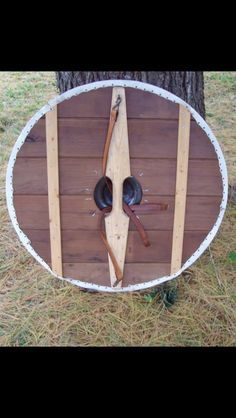 Viking shield Art Viking, Viking Camp, Viking Life, Sca Armor, Viking Armor, Viking Shield, Escudo Viking, Iron Age, Viking Costume