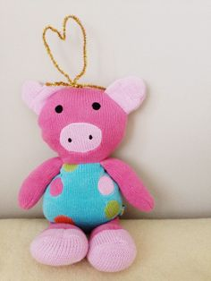 Piggy stuffy with crown http://lovelylittledays.blogspot.ca/2014/01/pipe-cleaner-crowns.html