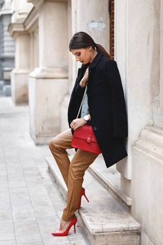 Camel Leather Pants , Black Coat And Red Look , Street Style And Inspiration !