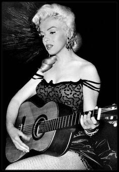 "1953 / Marilyn chante, au début du film ""River of no return"", la chanson ""One silver dollar"". (PAROLES DE LA CHANSON)"