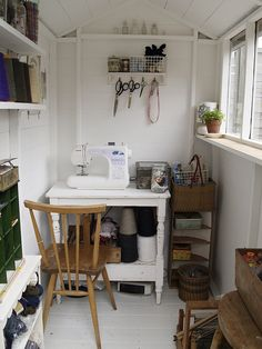 shed-sized sewing room Sewing Nook, Sewing Spaces, Sewing Studio, Coin Couture, Home Office, Tiny Office, Sewing Machine Tables, Sewing Tables, Sewing Machines