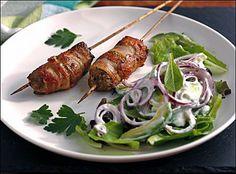 Kjøttdeigspyd med bacon I Love Food, Bacon, Turkey, Chicken, Meat, Turkey Country, Pork Belly, Buffalo Chicken, Cubs