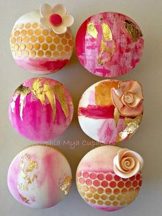 Gold Leaf Abstract Cupcakes - Cake by Sophia Mya Cupcakes (Nanvah Nina Michael)