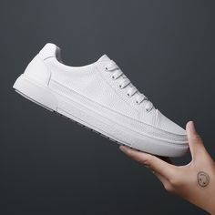 White Sneakers, Leather Sneakers, Leather Men, Casual Shoes, Men Casual, White Tennis Shoes, Moccasins Mens, Mocassins, White Man