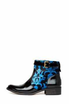 Desigual women's Mass ankle boots from the Desigual by L range, which combine suede and patent leather. Very original, aren't they? Made in Spain.