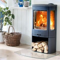 Contura 850 Wood Burning Stove Gas Log Burner, Wood Burner Fireplace, Living Room Modern, Interior Design Living Room, Heat And Air Units, Tiny House Appliances, Cast Iron Stove, Pellet Stove, Fireplace Remodel