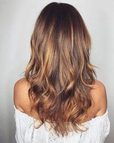 18 hellbraune Haarfarbe für coolen und charmanten Look Überprüfen Sie mehr unter https://madamefrisuren.com/18-hellbraune-haarfarbe-fuer-coolen-und-charmanten-look/