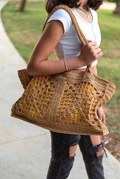 Free Crochet Bag, Crochet Clutch, Crochet Fabric, Crochet Bags, Knitted Bags, Irish Crochet Patterns, Crochet Designs, Yellow Clutch, Lace Bag