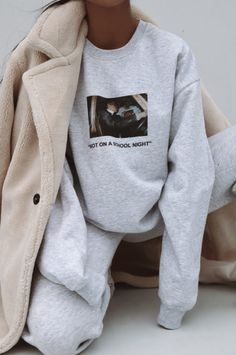 Sweatshirt outfit school casual 51 Ideas for 2019 Vintage Outfits, Vintage Fashion, Look Fashion, Winter Fashion, Fashion Outfits, Fashion Women, Fashion Edgy, Fashion Clothes, Spring Fashion