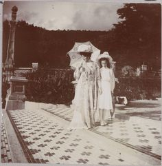 Alexandra and Tatiana Romanov