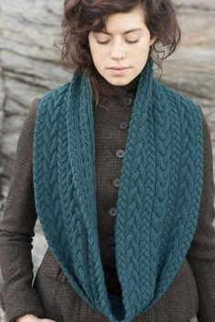 Ravelry: Liesl Cowl pattern by Carrie Bostick Hoge . pattern and color! Cowl Scarf, Knit Cowl, Knitted Shawls, Crochet Scarves, Knitting Scarves, Knit Or Crochet, Crochet Shawl, Beginner Crochet, Crochet Granny