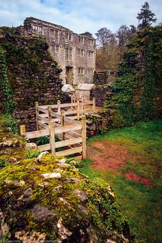 Berry Pomeroy is famed for being one of the most haunted castles in Britain, and almost every year there are reports of someone seeing a ghost here. England And Scotland, Devon England, Beautiful Buildings, Beautiful Places, Places To Travel, Places To See, Dartmoor National Park, Haunted Places, Haunted Castles