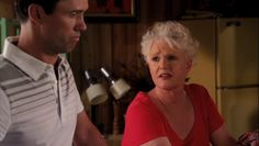 "Burn Notice 5x01 ""Company Man"" - Michael Westen (Jeffrey Donovan) & Madeline Westen (Sharon Gless)"