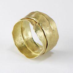"""Gold Wrap ring by Ruth Tomlinson - złota obrączka """"krzywulec"""""""
