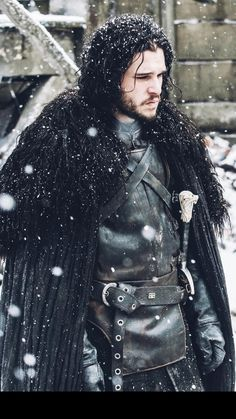One of the most popular Game of Thrones characters for Halloween & cosplay. We break the character down and piece together the best Jon Snow costume for you John Snow, Got Jon Snow, Arte Game Of Thrones, Game Of Thrones Facts, Game Of Thrones Funny, Game Of Thrones Characters, Jon Snow And Daenerys, Cersei Lannister, Daenerys Targaryen