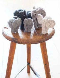 DAS BRAUCHEN SIE:ca. 12, 14 und 25 cm hoch Hinweis: Alle Elefanten werden gleich gehäkelt. Die unterschiedlichen Größen ergeben sich