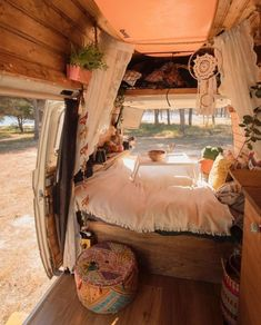chic Van Life Spain - -Boho chic Van Life Spain - - We can't imagine a more perfect home. 📷 by nshine Awesome Wood Interior Ideas for Sprinter Van Camper van life inspiration Wolkswagen Van, Camper Van Life, Kombi Home, Hippie Life, Hippie Bohemian, Bohemian Style, Bohemian Culture, Hippie Style, Hippie House