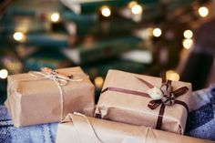 Christmas presents with brown paper Free Photo