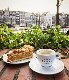 Amsterdam Canal-City CentreUp for some cake and good coffee? ☕️ Download our Foodguide App and get inspired ✨📱 Pic by @jollybuggy 📸