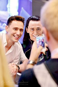 What is going on here!??!? Wax figure? It looks like Comic Con...but Im so confused!