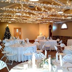 We loved tonight's frosty blues & whites! December weddings are so merry & bright! #wwtapestryhouse #winter #wedding #wedgewoodweddings #instawedding #weddingvenue #colorado #bestdayfloral #fionasbakery