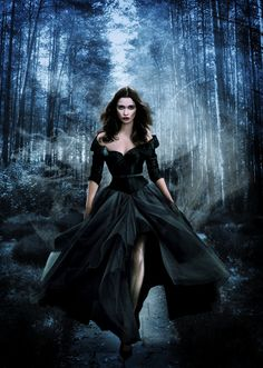 fantasy art paintings of beautiful gothic women Gothic Fantasy Art, Fantasy Forest, Fantasy Kunst, Fantasy Girl, Fantasy Model, Dark Beauty, Gothic Beauty, Fantasy Photography, Fashion Photography