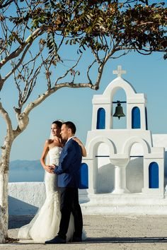 Gorgeous Styled Shoot in Santorini Greece, by Vangelis Photography. #destinationwedding #styledshoot #getmarriedingreece