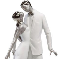 Para nós, o topo de bolo nunca sai de moda! Ainda mais quando se trata de um casal de noivinhos Lladró!  www.noivinhostopodebolo.com