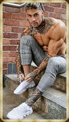 Tattoed Guys, Sexy Tattooed Men, Bearded Tattooed Men, Hot Guys Tattoos, Boy Tattoos, Mens Body Tattoos, Tattoo Cou, Tattoo Hand, Bodybuilding Tattoo