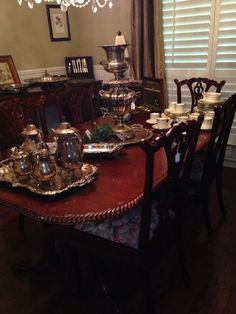 Dining room table & chairs  New Divide & Conquer sale starting this Thursday April 20-April 22, 2017 check out the details here:  http://divideandconquerofeasttexas.com/nextsales.php  #estatesales #consignments #consignment #tyler #tylertx #tylertexas #organizing #organizers #professionalorganizer #professionalorganizers #movingsale #movingsales #moving #sale #divideandconquer #divideandconquerofeasttexas #divideandconquereasttexas #marthadunlap #martha #dunlap