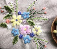 "194 Likes, 3 Comments - 쌀롱드마마 (@studio__k1) on Instagram: ""처음이 어렵지 손에 익으면 이리 멋지게 완성됩니다요 mbroidered by Lee. Embroidery class in studio K. #스튜디오K #자수스튜디오…"""