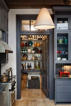 Hanna Brescia Modern Kitchen Design, Interior Design Kitchen, Modern Interior, Interior Ideas, Modern Design, Pantry Interior, Rustic Design, Cosy Interior, Interior Office