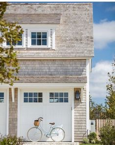 clapboard exterior with white trim Coastal Farmhouse, Coastal Cottage, Coastal Homes, Les Hamptons, Shingle Siding, Cedar Shake Siding, Beach Cottage Style, Coastal Style, Nantucket Style Homes