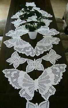 Daffodil Filet Crochet Chart Free Pattern for Table Runner Filet Crochet Charts, Crochet Doily Patterns, Thread Crochet, Crochet Motif, Irish Crochet, Crochet Designs, Crochet Doilies, Patchwork Patterns, Crochet Home