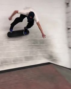 Skate Bord, E Skate, Skate Gif, Skate Shop, Skyrim Funny, Skateboard Videos, X Games, Skateboard Design, Parkour
