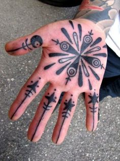 35 exciting Palm tattoo designs for boys and girls - tattooeng. Hand Palm Tattoos, Body Art Tattoos, Cool Chest Tattoos, Cute Small Tattoos, Unique Tattoos, Mandala Design, Tattoo Damen, Tattoo Designs, Tattoo Ideas