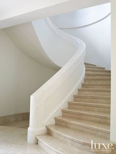 VM Plastering Associates created a Moroccan-style tadelakt finish on the banister cap. Curved Staircase, Staircase Design, Metal Stairs, Spiral Staircases, Painted Stairs, La Croix Valmer, White Hallway, White Stairs, Marble Stairs