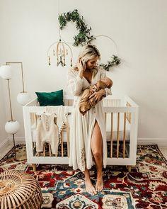 Boho Nursery With A White Crib – Babies Boho Nursery, Nursery Neutral, Girl Nursery, Nursery Decor, Natural Nursery, Newborn Nursery, Nursery Room Ideas, Simple Baby Nursery, Babies Nursery