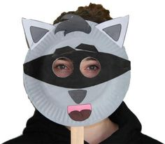 Free printable templates and instructions for making a raccoon paper plate craft or mask. Animal Crafts For Kids, Fun Crafts For Kids, Toddler Crafts, Art For Kids, Paper Plate Masks, Paper Plate Crafts, Paper Plates, Raccoon Craft, Raccoon Mask
